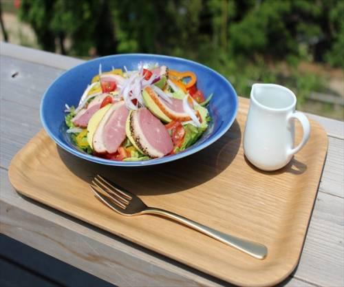 野菜たっぷり!農園野菜と紅茶鴨のサラダ