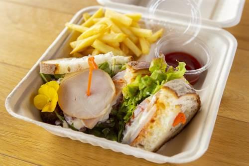 【テイクアウト】柔らか鶏ハムのサラダサンドウィッチ